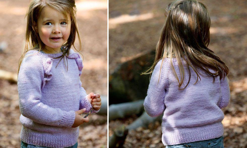 Photo of Denne strikkede bluse med flæser til børn er nemmere at strikke end du tror. F…