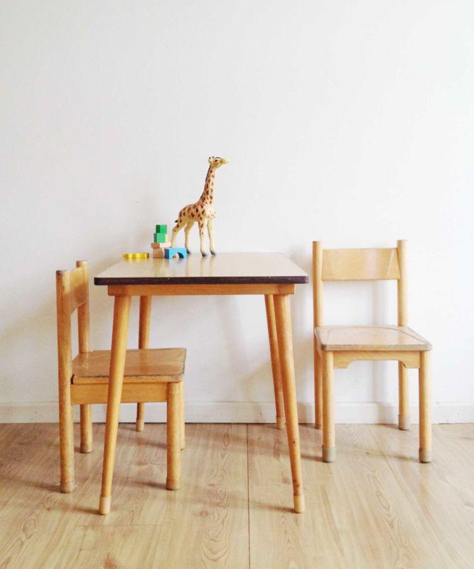 Kinderstoeltjes Met Tafeltje.Set Van 2 Vintage Kinderstoeltjes Met Tafeltje Houten Retro