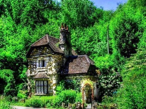 I would love to live in a house like this.