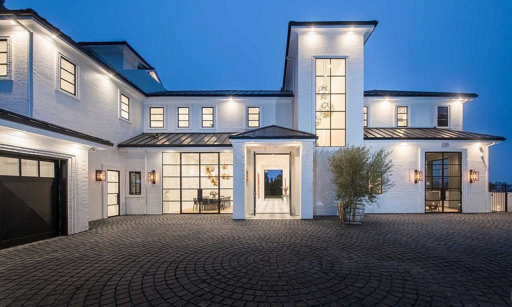 Welcome To California Lebron James Step Inside His 23 Million L A Mansion Mansions Luxury Apartments Los Angeles Homes