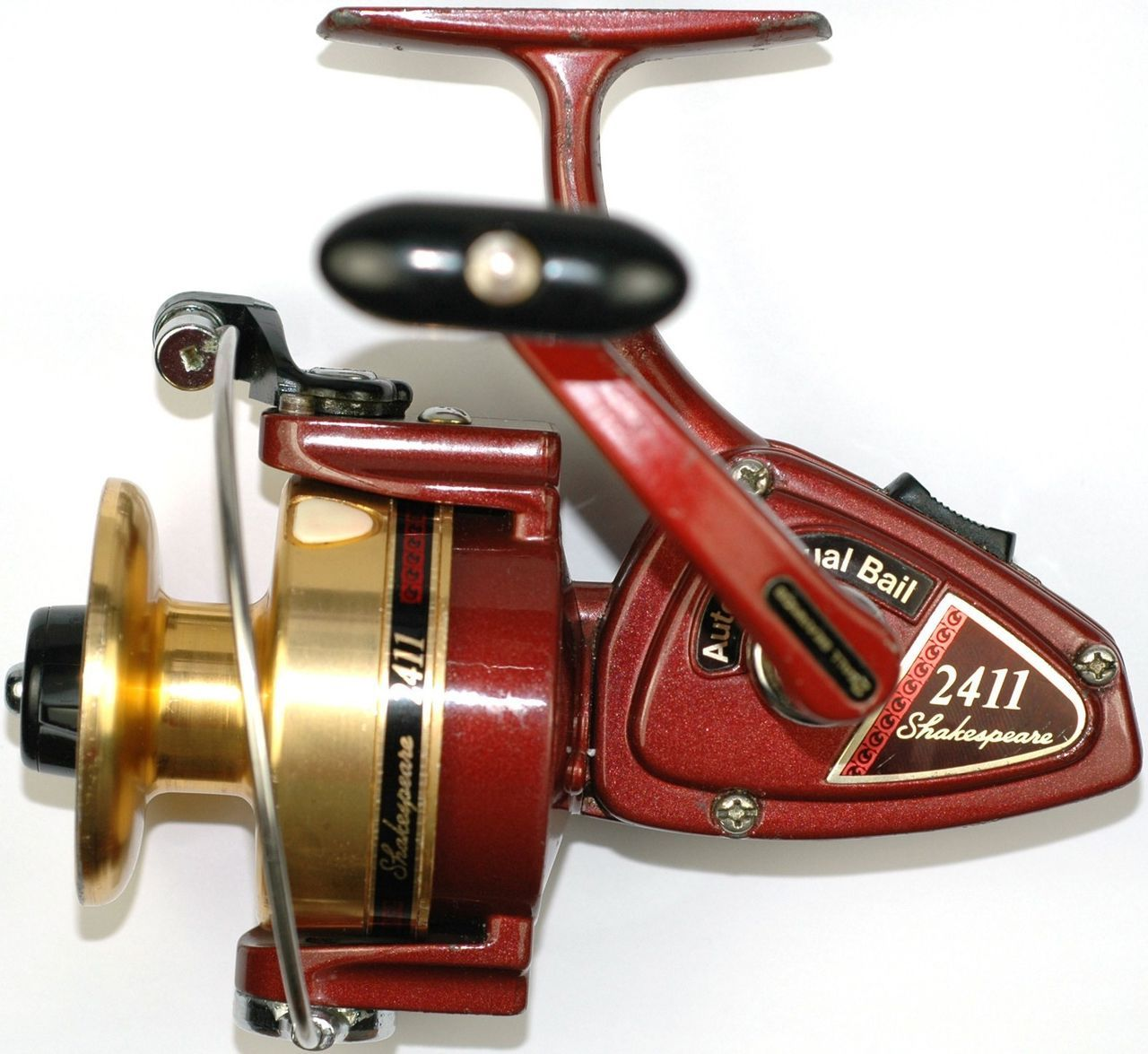 Ready to fish vintage shakespeare model 2411 spinning reel for Shakespeare fishing reels