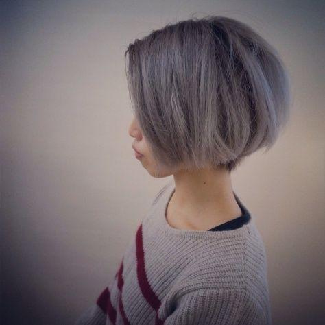 刈り上げ女子 ショートボブ パツンと可愛い髪型 シルバーカラーで