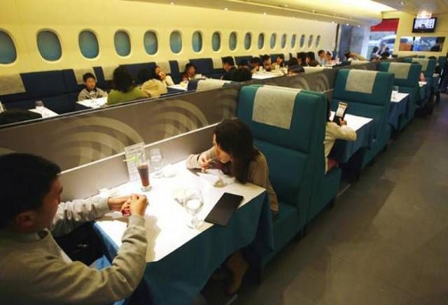 A 380 Flight Kitchen This Restaurant In Taipei Has The Interior Designed To Look Like A Complete Copy Of The Insi Hotel School Restaurant Underwater Restaurant