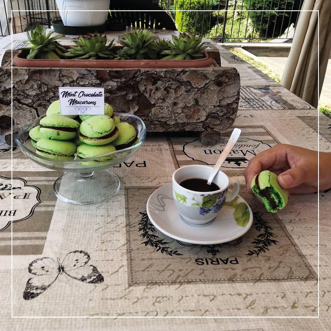 Macarons pt.4. Fresh for the summer. -  Mint chocolate macarons: gusci realizzati con farina di cocco e meringa all'italiana aromatizzata alla menta, crema ganache al cioccolato fondente e menta. -