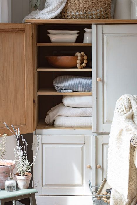 Cottage Style Blanket Storage | Blanket storage, Farmhouse ...