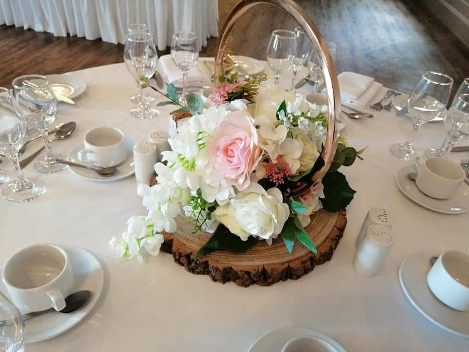 gold hoop centrepiece in 2020 Floating candles, Wedding