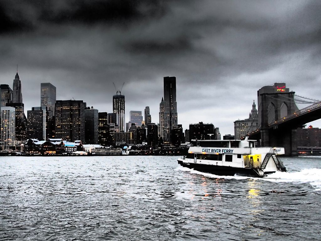 [http://bit.ly/M7wPnL] East River #Ferry Service, with a view of #Manhattan  #NYC #LIC #brooklyn