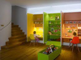 Un bureau pour deux places dans une pépinière moderne stockage et