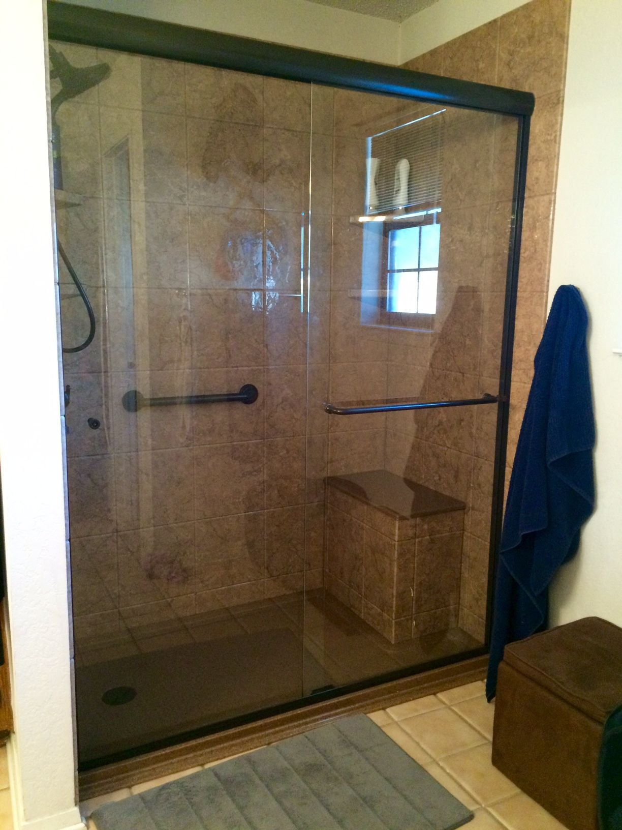 Rebath 12 Tile Venetian Stone Wall System With Custom Onyx Collection Bench Seat And Sliding Glass Door Sliding Glass Door Shower Seat Sliding Shower Door