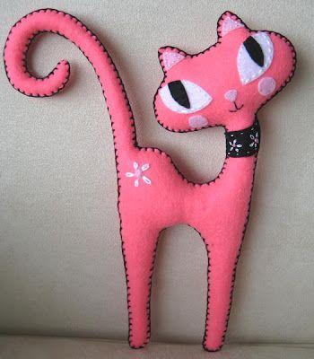 Gato rosa de fieltro