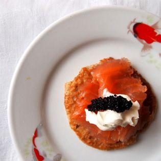Gruß aus der Küche: Blini mit geräuchertem Lachs | Neue Rezepte auf ...