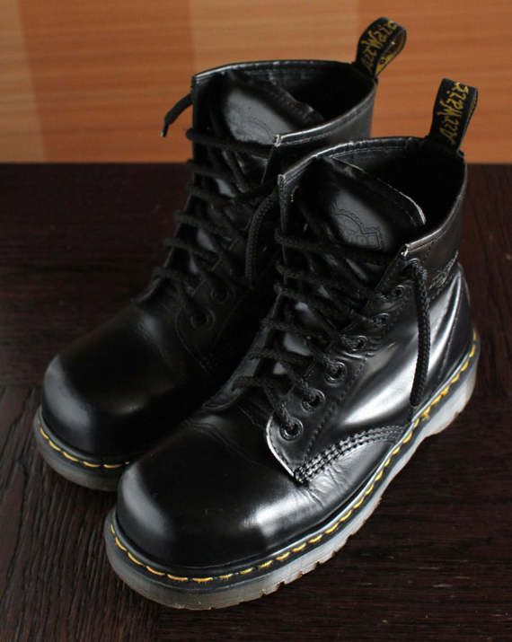 differently 85085 60ee8 Unique Dr Martens Industrial Steeltoe black platform vintage boots 7eylet  90 s super RARE! INDUSTRIAL 2220 square toe model. MADE IN ENGLAND High  quality ...