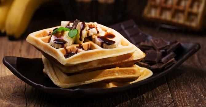 Gaufres Sucrees A L Ecrase De Bananes Sauce Au Chocolat Light Sans