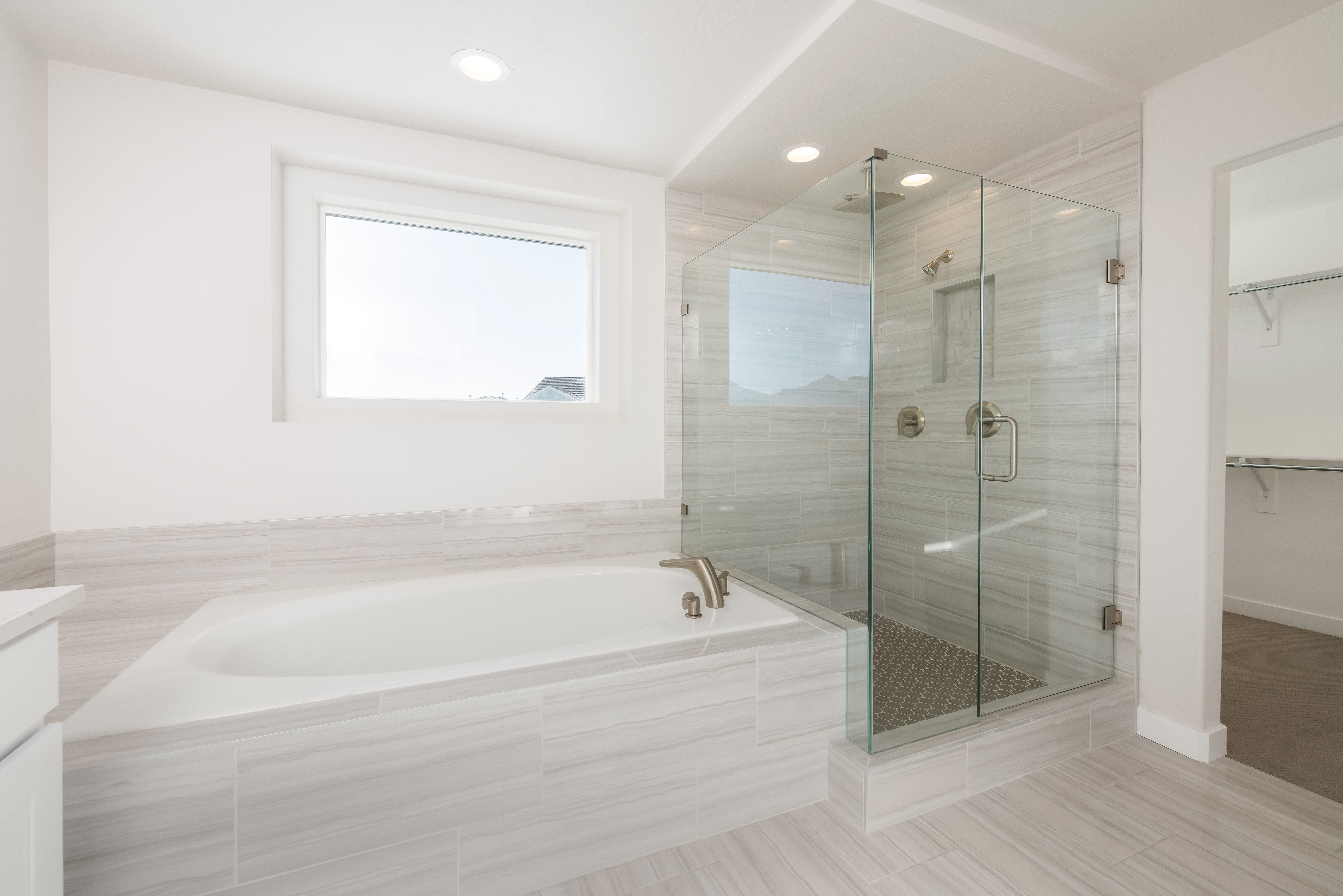 Resort Worthy Master Bathrooms Fit For A King And Queen Luxury Bathroom Upscale Modern Bathroom Remodel Bathroom Design Layout Contemporary Interior Design