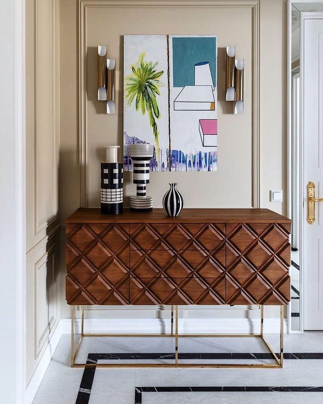 Covet Paris On Instagram Un Appartement Style Francais Avec Galliano De Delightfu En 2020 Architecte Interieur Idees De Design D Interieur Peinture Interieur Maison