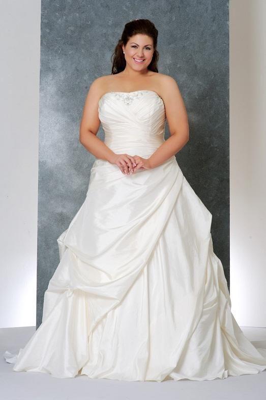 24f5059f99eaf1f 13 фото свадебных платьев для полных девушек | свадьбы | Свадебные ...