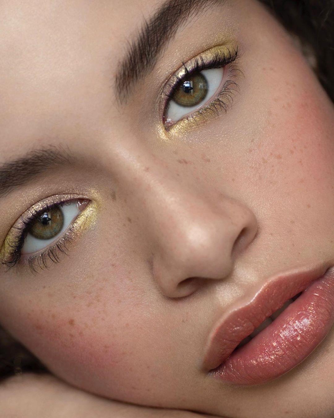 "Photo of Sara Hill ▹ Makeup Artist on Instagram: ""✨Golden eyes ✨  @elise_mcintosh @modelteamscotland @anette_schive using @viseart @eyeko @olehenriksen  #skincare #freckles #editorialmakeup…"""