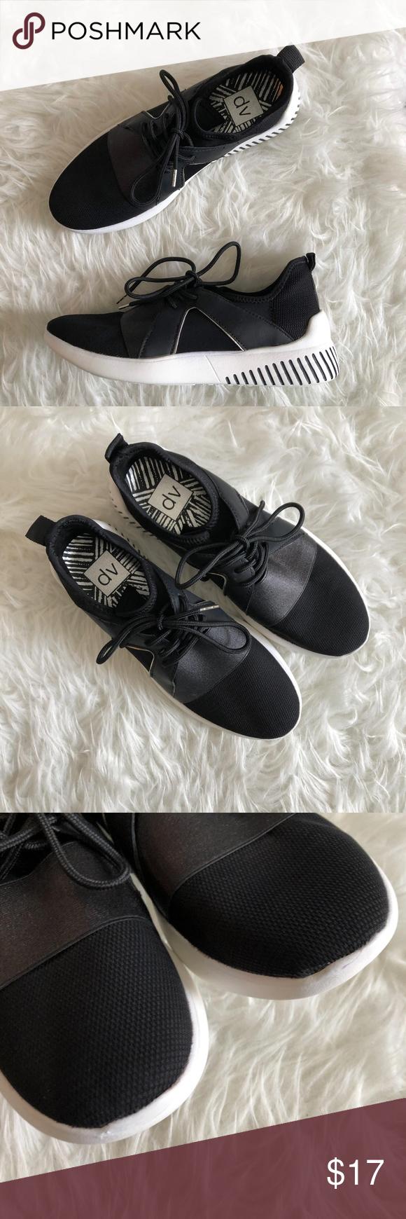 Target DV Sz 9 Black White Tennis Shoes