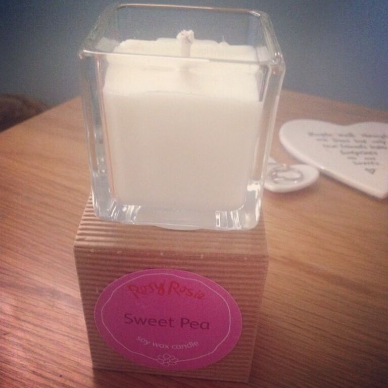 Lovely customer has sent me a pic of her 'just received' Rosy Rosie Sweet Pea candle *chuffed* #rosyrosie #scentedcandle #soywax #sweetpea