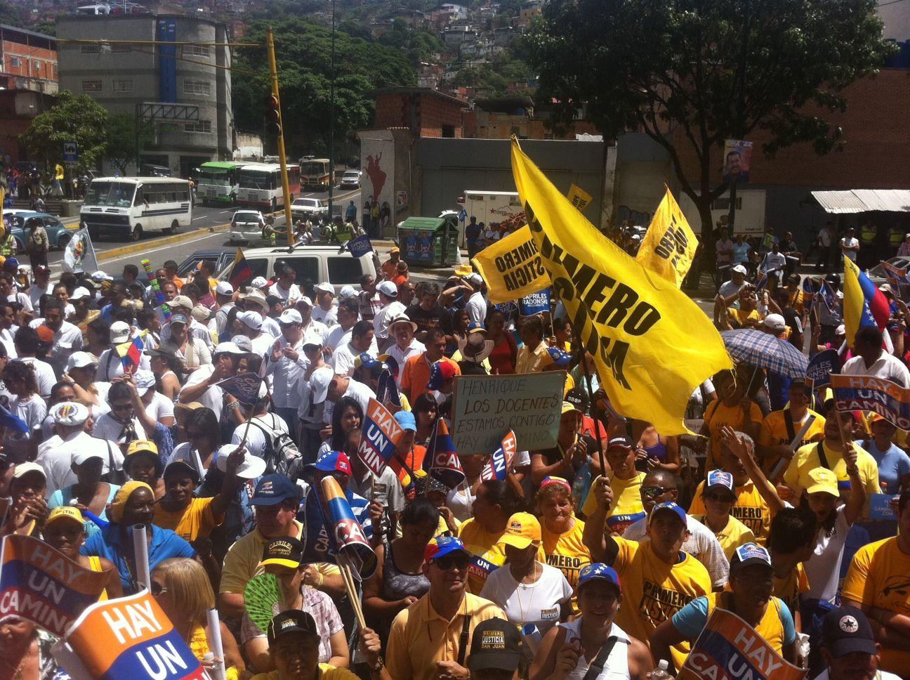 Caracas camina con Henrique Capriles Radonski