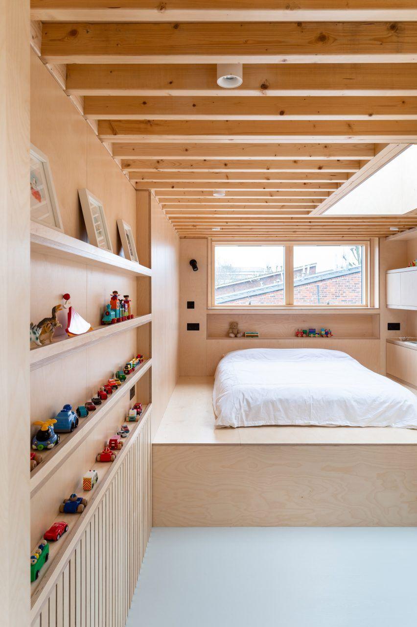 Photo of Bradley Van Der Straeten adds hidden half-storey extension to London home