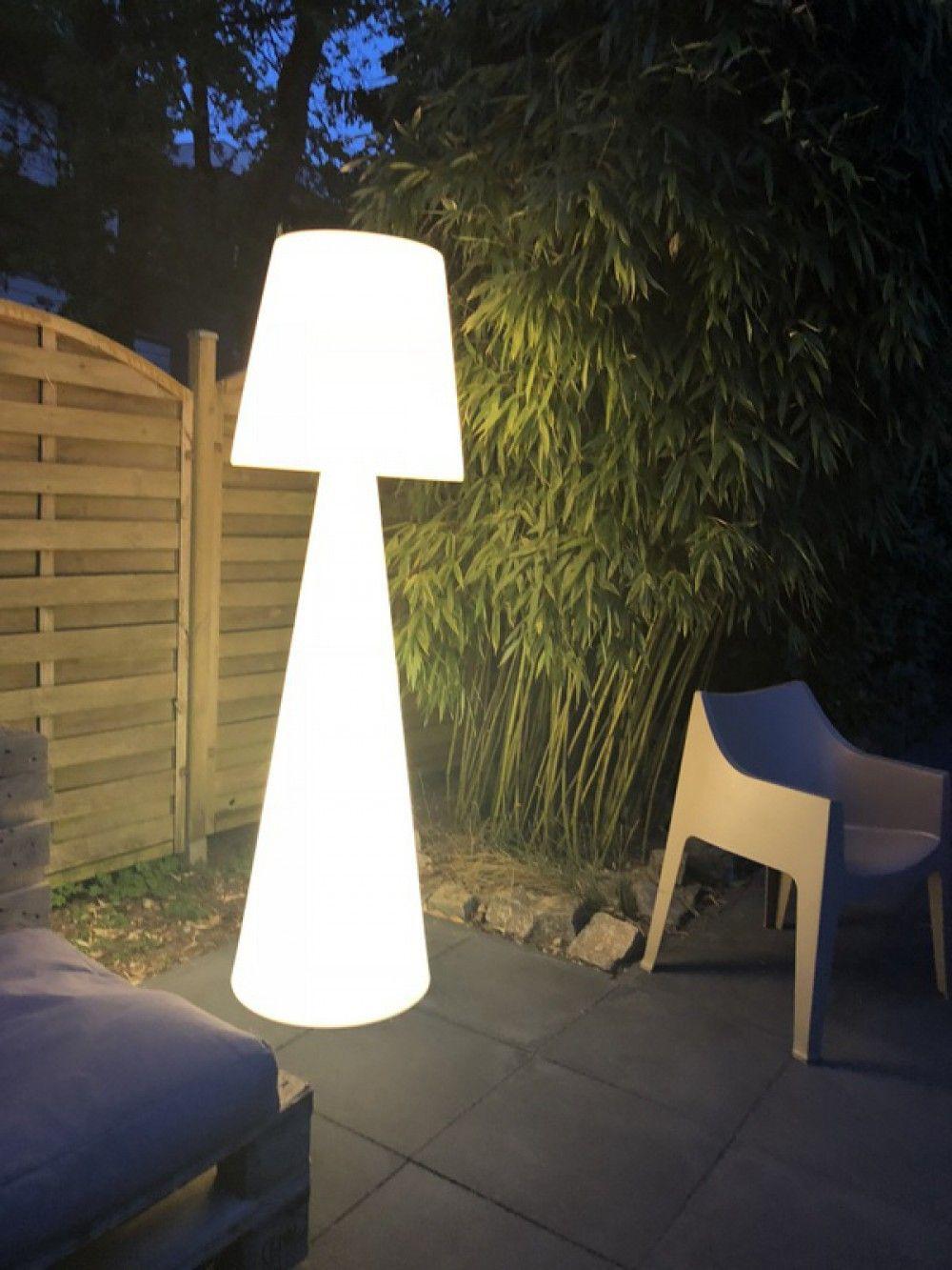 Stehleuchte Aus Kunststoff Outdoor Stehlampe Mit Lampenschirm Weiss Hohe 145 Cm Standleuchten Aussen Aussenleuchte Lampenschirm Weiss Stehlampe Aussenleuchten