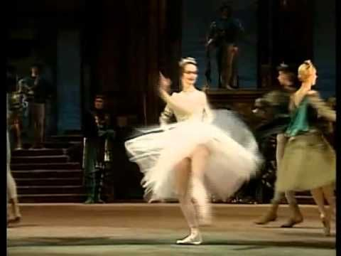 ▶ Tchaikovsky The Swan Lake , Bolshoi Ballet - YouTube