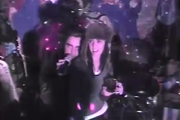 Katy Perry and Robert Pattinson Team Up to Rock Boyz II Men Karaoke (Video)