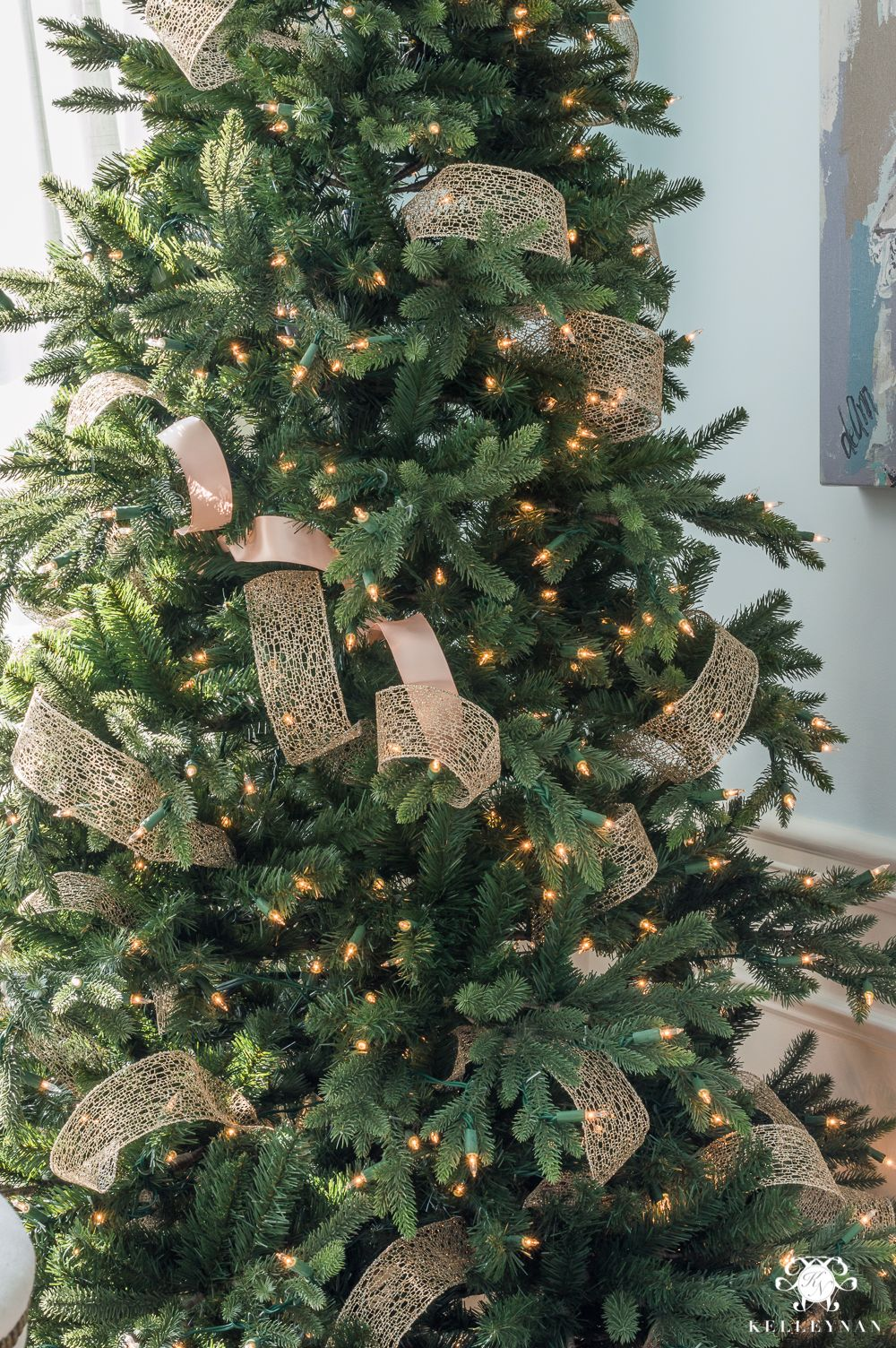 How to Decorate a Christmas Tree with Ribbon #ribbononchristmastreeideas
