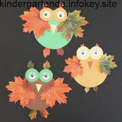 Basteln mit Kindern: Einfache Herbst-Eule mit Naturmaterialien #herbstfensterdekokinder