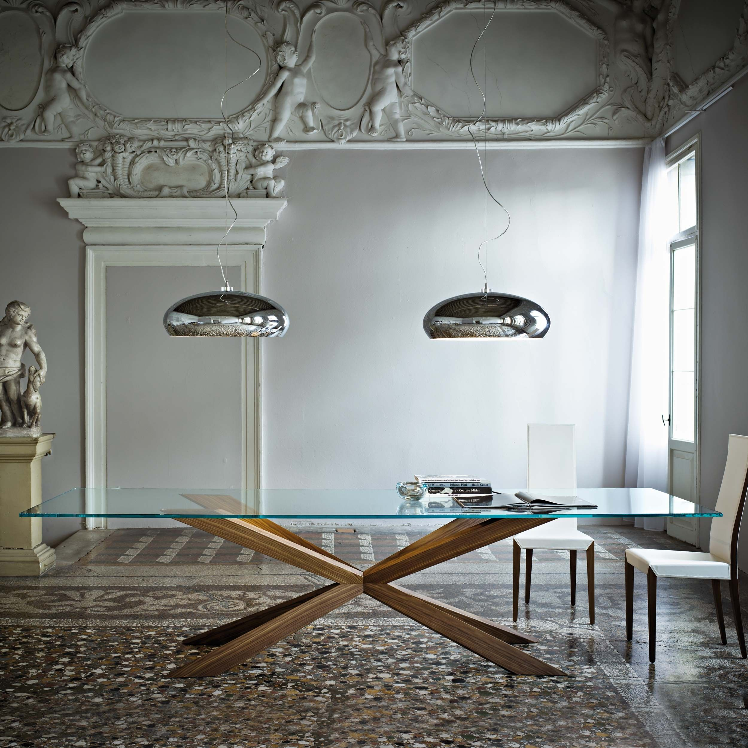 Wooden table and crystal clear mod spyder cattelan - Mesa nil nacher ...