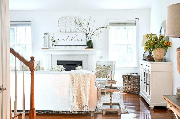 Tons of ideas in this summer home tour. Lots of extra decorating tips and over 30 images to help you get ideas to decorate your home for summer. Summer decorating should be about easy, casual and pretty decorating! #stonegable #housetour #hometour #summerhousetour #summerhometour #housebeautiful #summerdecorating ideas #summerdecoratinginspiration #summerdecoratinginspo #easysumerdecorating #easysumerdecoratingideas #summerlivingroom #summerdiningroom #summerfoyer #stonegableblog