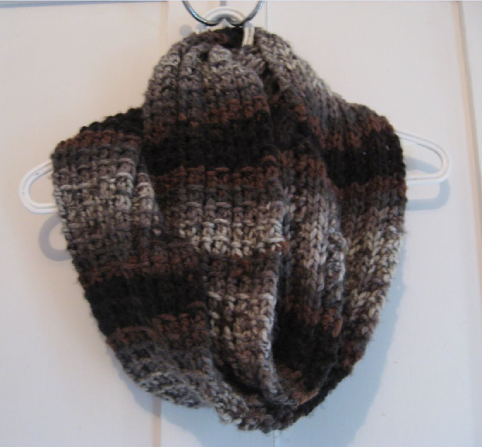 I really like the neutral colours of this yarn, Loops & Threads ...