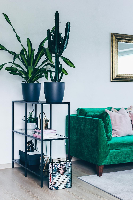 Wohnzimmer Ideen, Wohnzimmer Inspiration, Living Room Ideas, Green Interior  Inspiration, Grünes Sofa