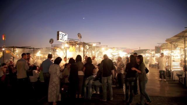 Marrakech. Een bijzonder plein dat tegen de avond tot leven komt. #mustsee