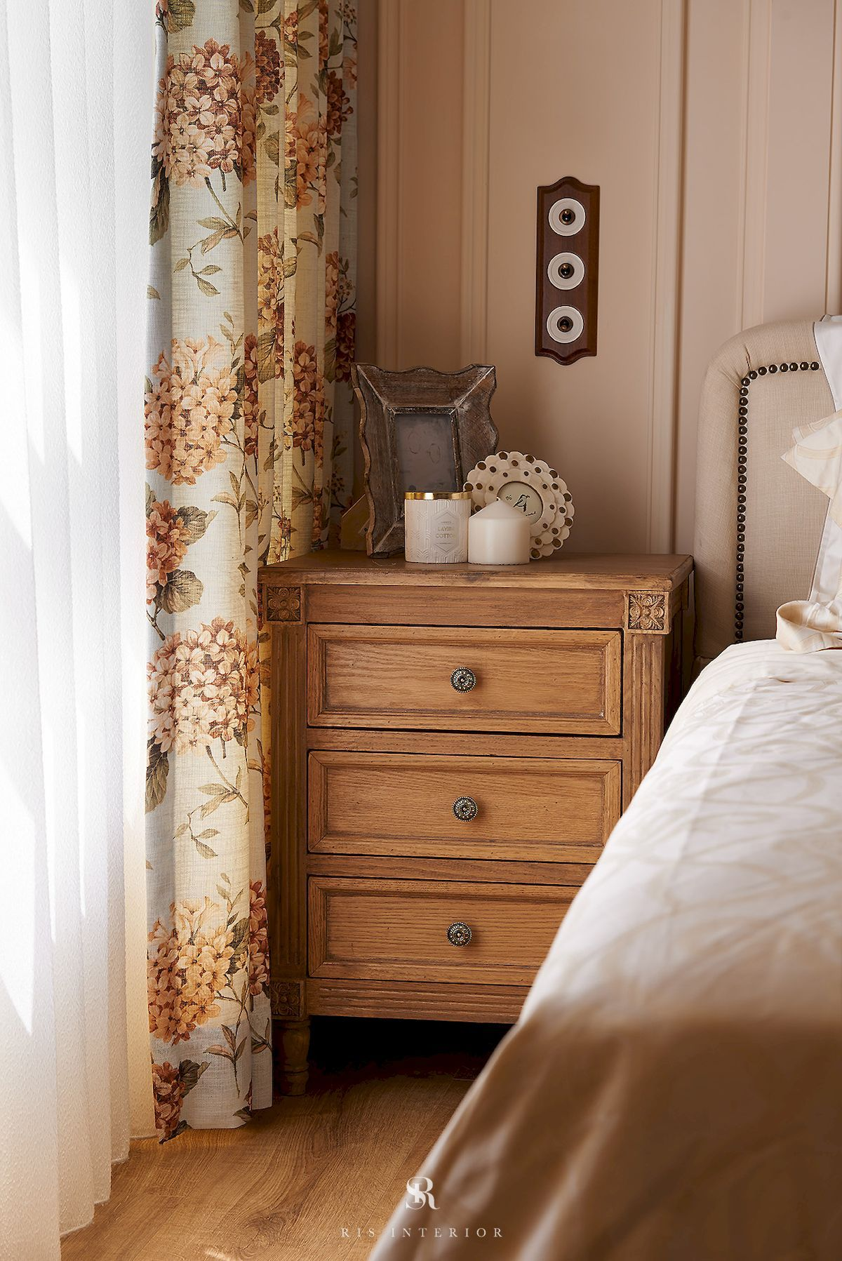 Bedroom Ideas And Inspiration. Styles: French, American, Country. Colors:  Beige