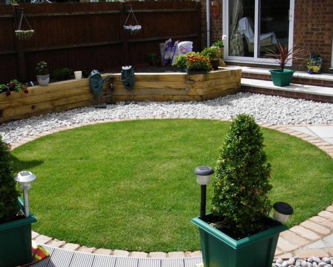 Minimalist Design With Borders And Small Lawn Small Backyard Gardens Garden Design Plans Backyard Garden Design