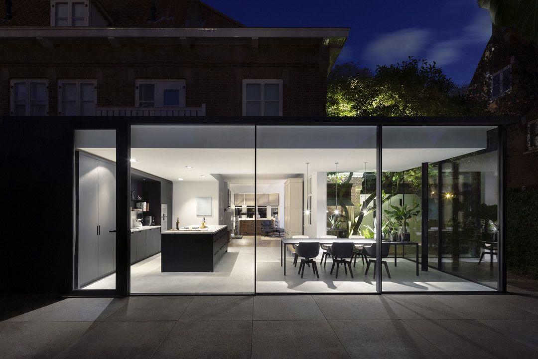 Fig tree house een minimalistische uitbouw in de haagse vogelwijk