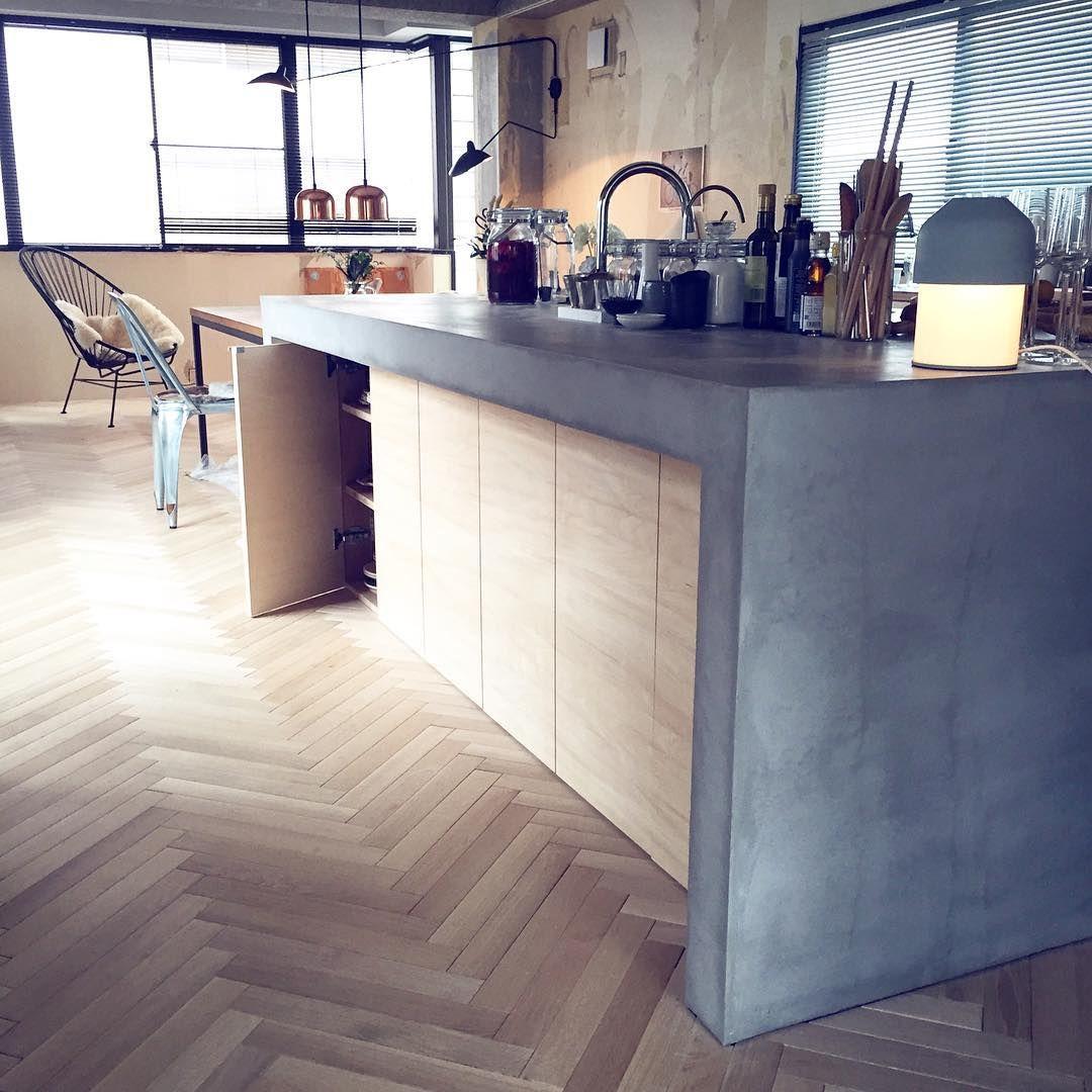 47 Cool Kitchen Pantry Design Ideas: モルタル キッチン ヘリンボーン
