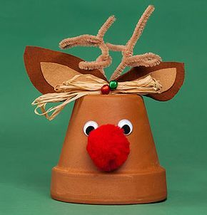 Rudolf- Rentier im Tontopf als Weihnachtsdekoration