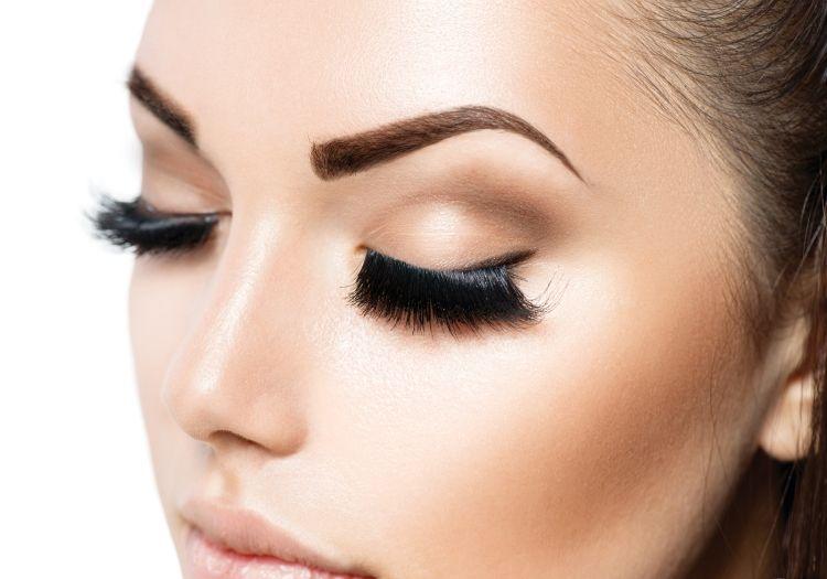 Permanent Make Up Augenbrauen Unnaturelich Form Farbe Dunkel