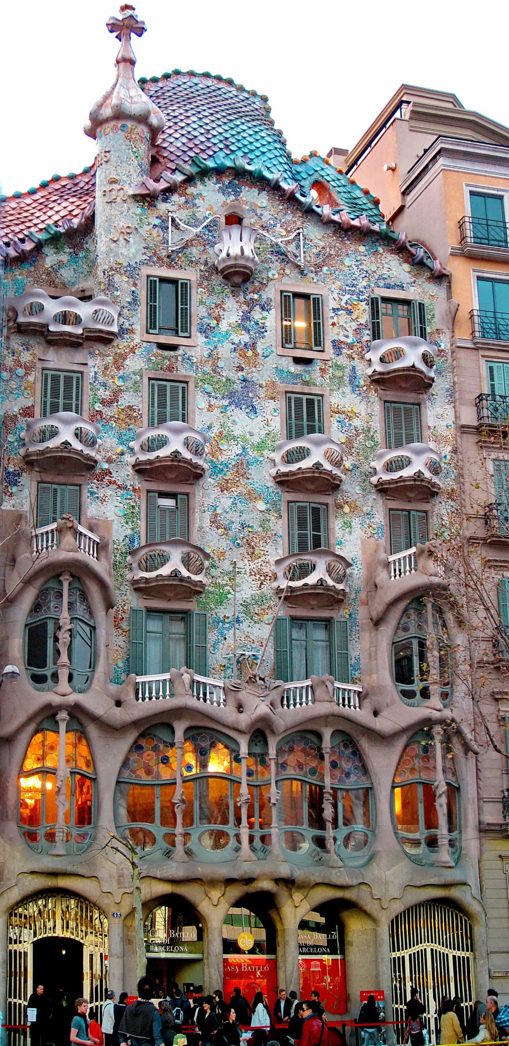 Antoni Gaudí I Cornet 1852 1926 Casa Batlló 1904 1906 Peça Clau En L Arquitectura De La Barcel Lugares De España Viajar Por España Lugares Para Visitar