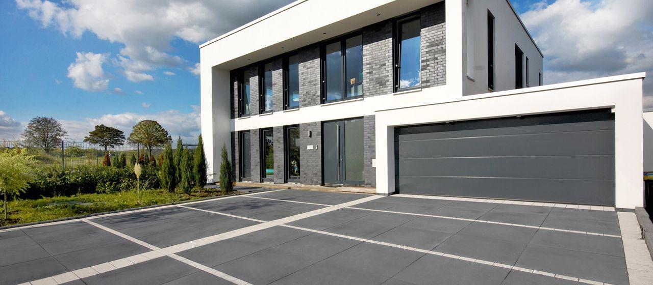 Pflastersteine anthrazit garageneinfahrt  Vianova Maxx Terrassenplatten in anthrazit | Mauer, Pflastersteine ...