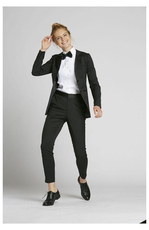 Women S Tuxedos Suits Female Wedding Suit Femaleweddingsuit Women S Wedding Suit In Black The Groomsman Su Tuxedo Women Bridesmaid Suits Prom Suit Girl [ 1179 x 763 Pixel ]