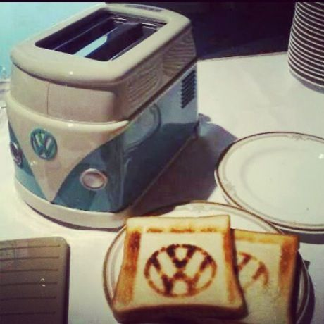 Just Fab! #vwcamper Toaster which marks the toast with the Logo ;) #cool #RV #campervan #kombi #vw #bluecampervan #behappy #england #cornwall #devon #coast #england #freedom #goodvibes #greatbritain #happy #happiness #joy #life #newage #proudtobeenglish #relaxation twitter:@Blue CamperVan