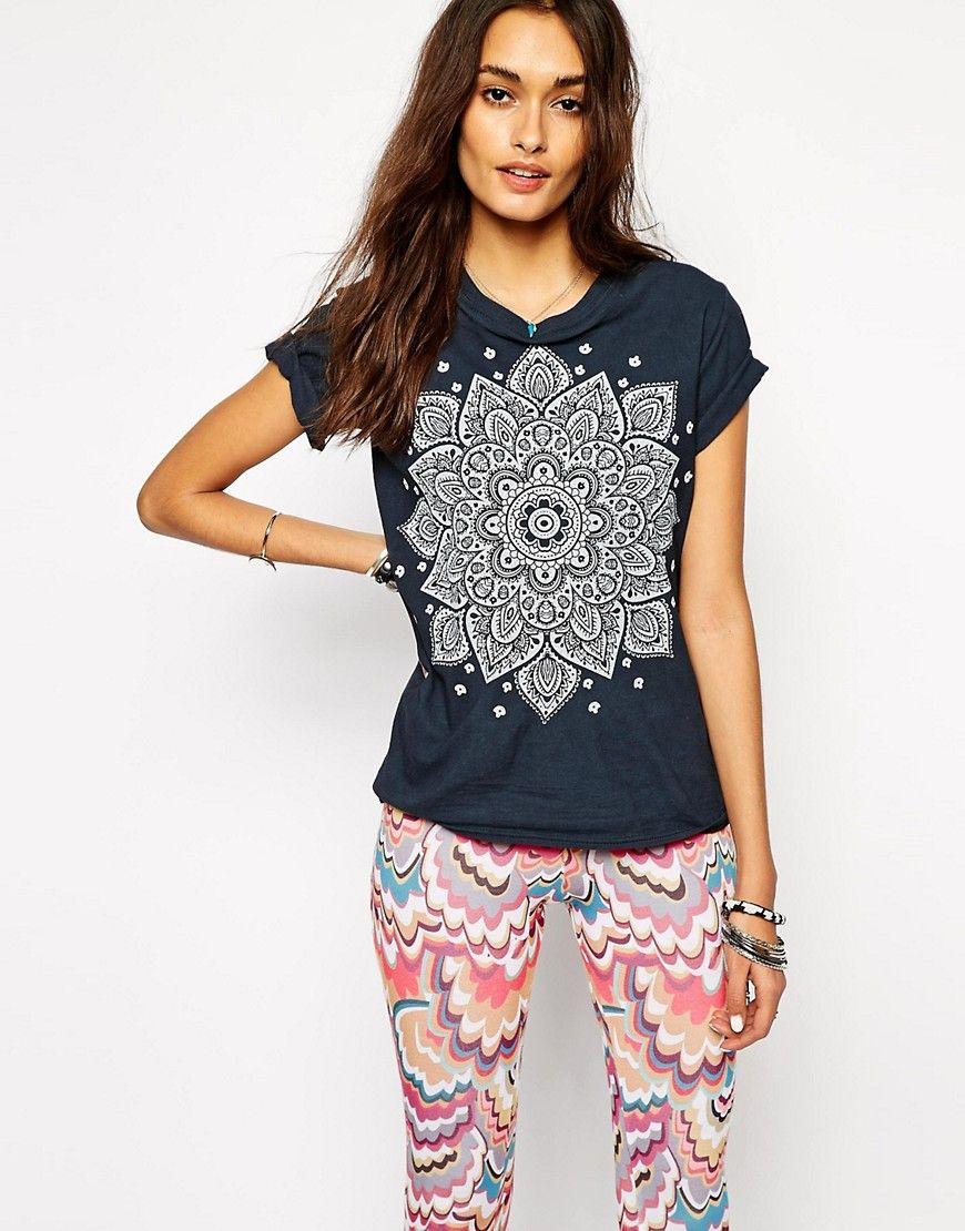 409cdd6127 Imagen 1 de Camiseta de festival con estampado de mandala de henna de Rokoko