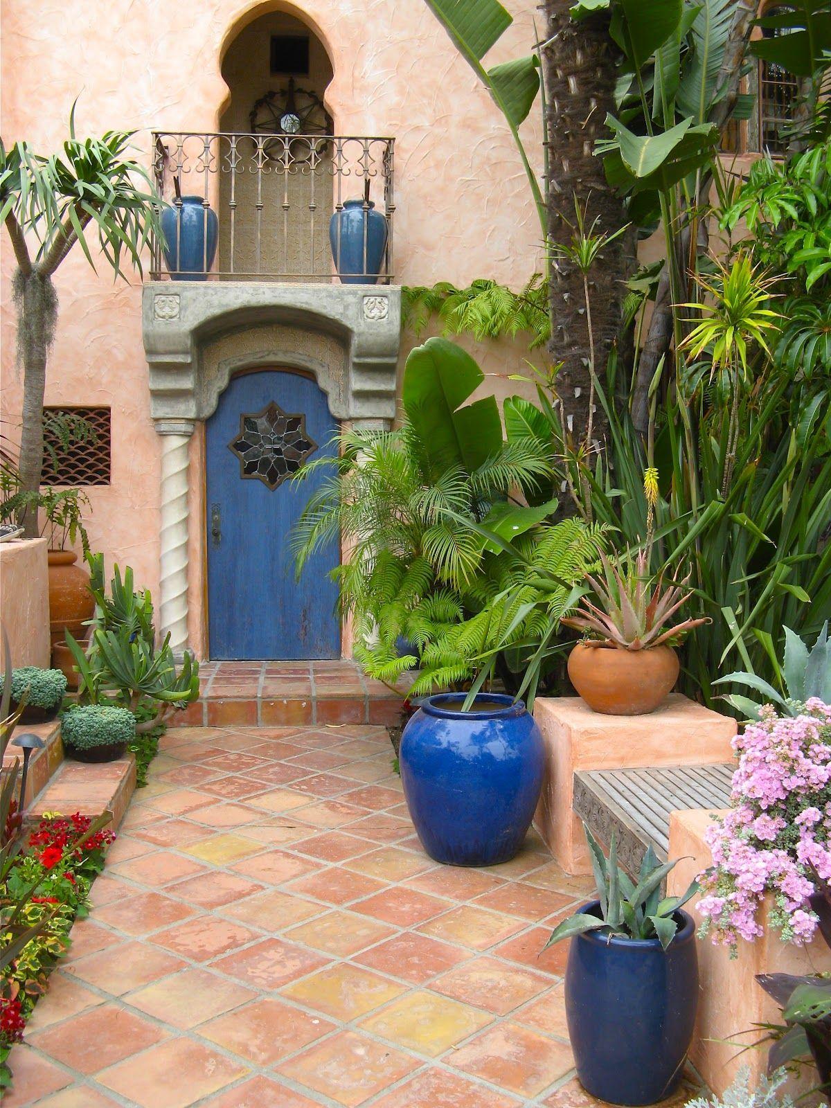 Moroccan garden ar bia pinterest gardens front for Small french courtyard gardens