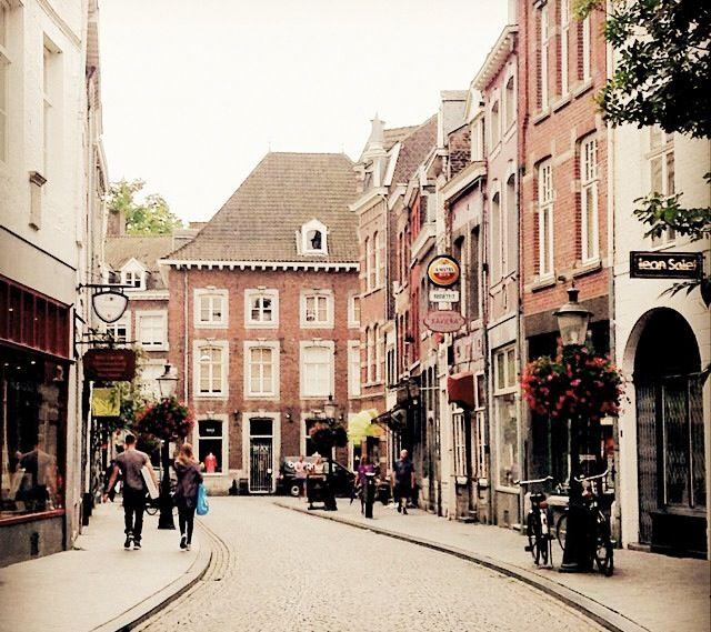 Bilderesultat for maastricht streets