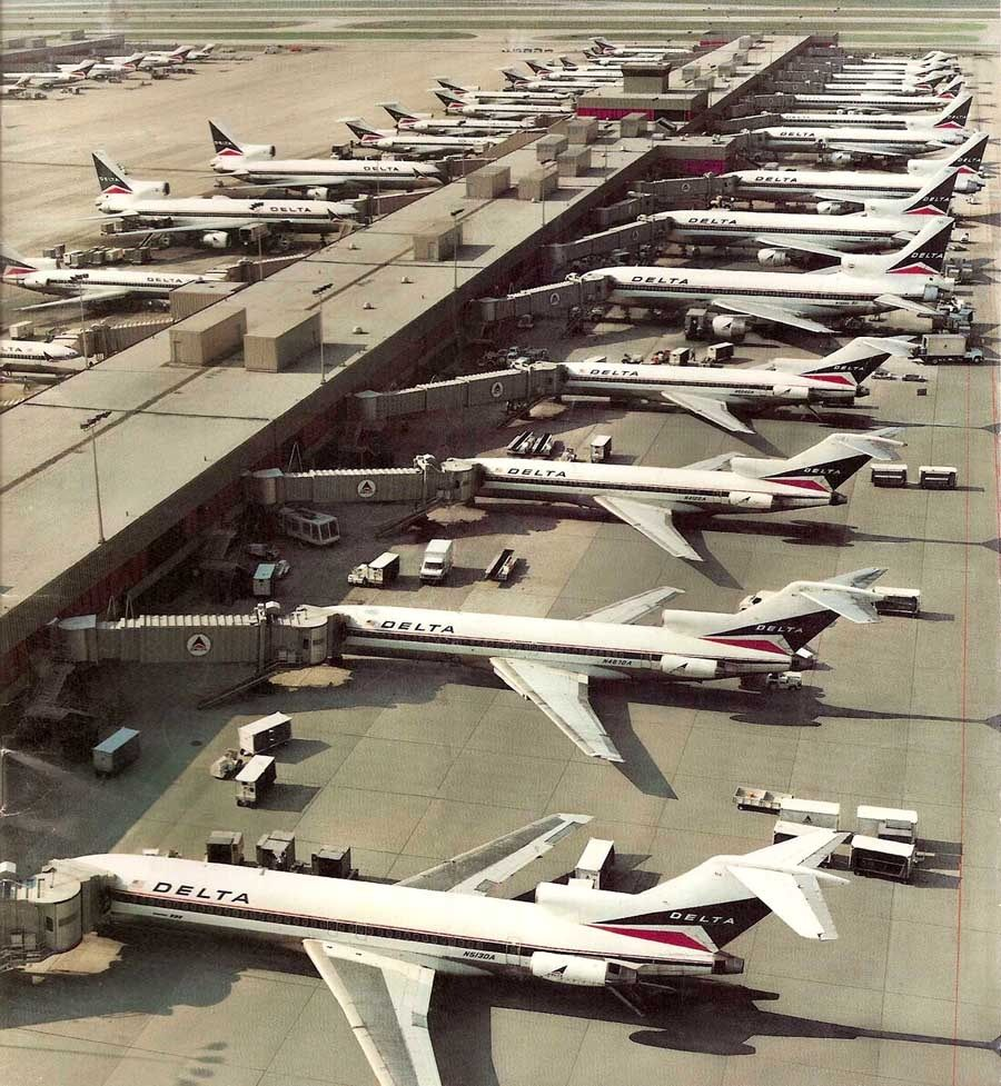 Atlanta Opens The World S Largest Airport Terminal Delta Airlines Passenger Aircraft Vintage Airlines