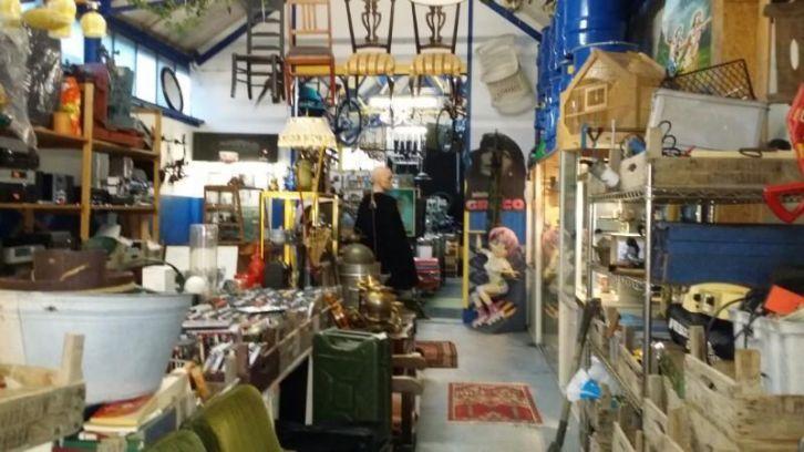 Tweedehands Meubels Leeuwarden : Tweedehands winkel strune leeuwarden di do vr za 10 18 snekertrekweg